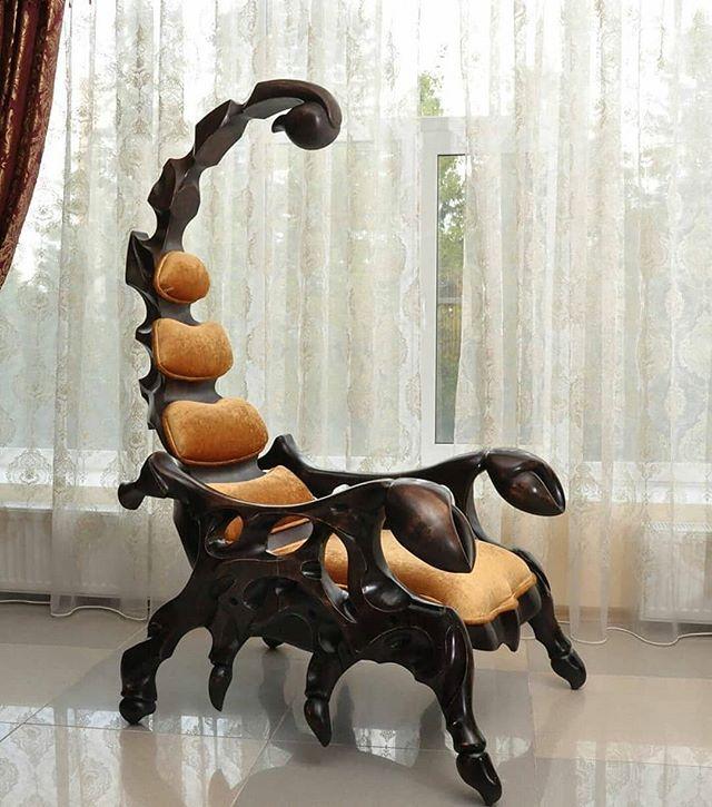 Boa tarde! E boa segunda de carnaval! (Com uma cadeira fantasiada de escorpião ) Reposted from @p.roduct Scorpion Armchair