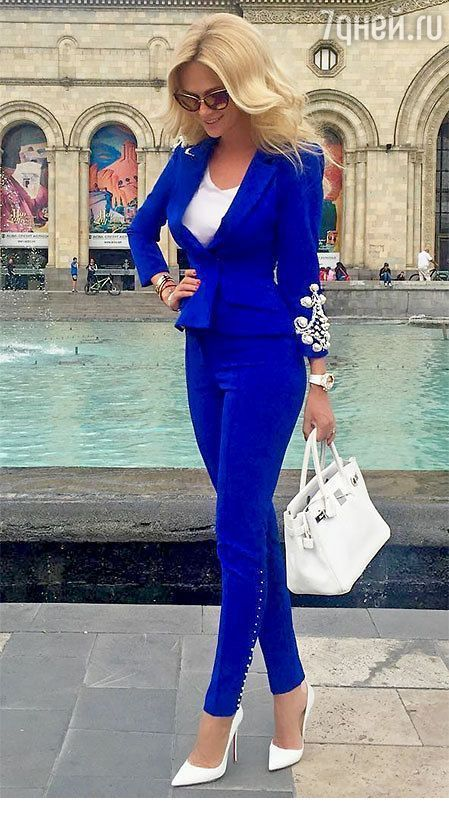 Amazing blue suit with white details