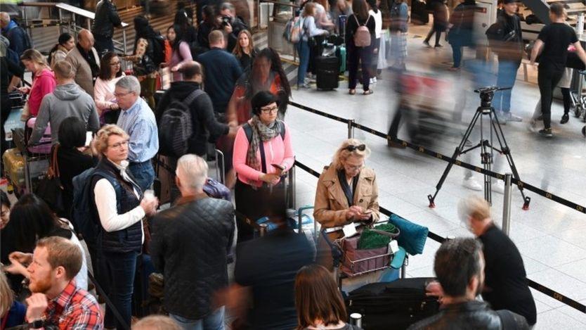 SAS pilot walkout leaves thousands stranded – BBC News