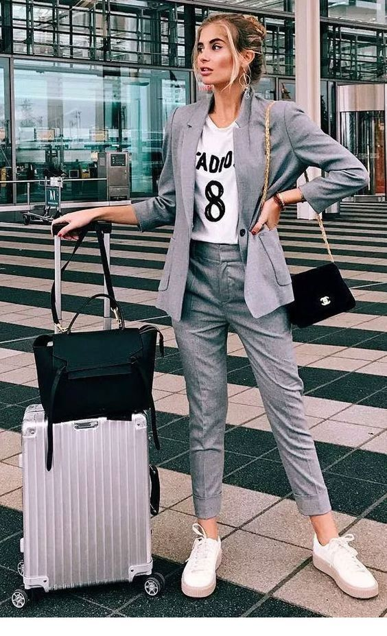Nice grey outfit for travel
