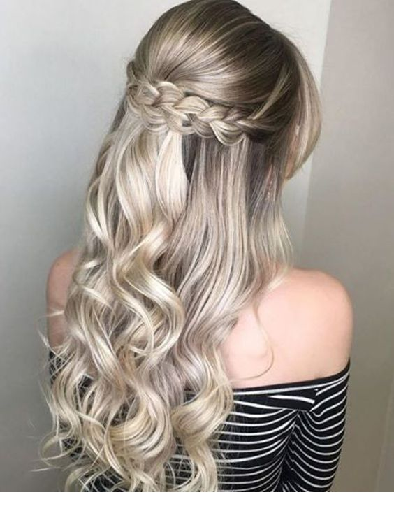 I love this kind of braid and curls
