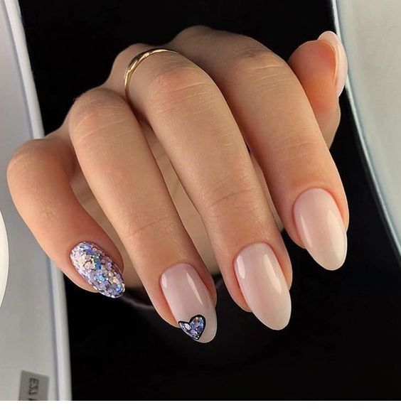 Nice colorful glitter on nails