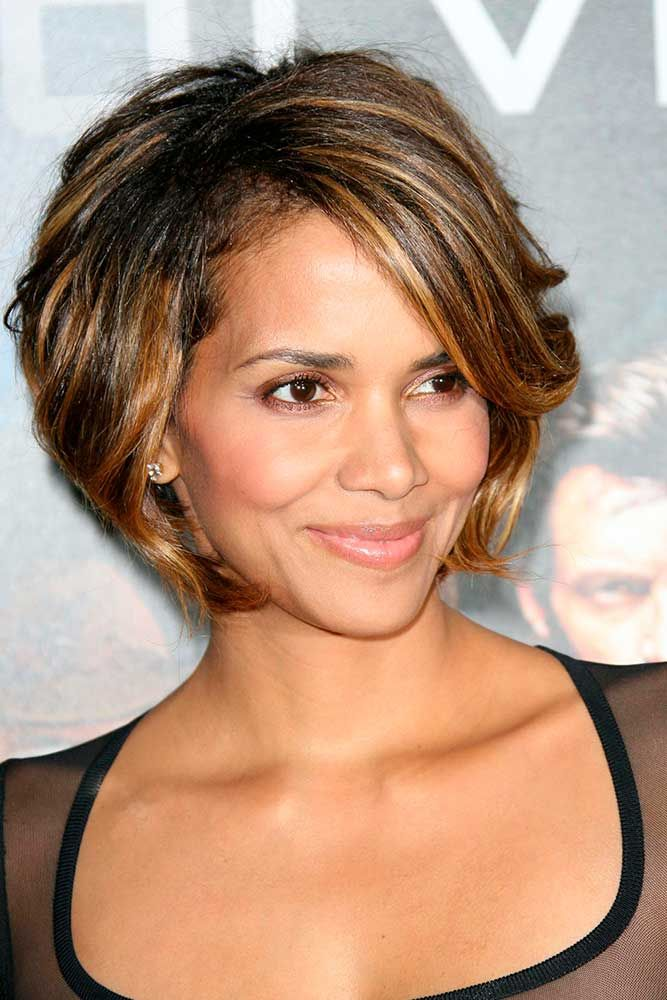 Short Brown Bob With Gold Highlights #shorthairstyles #halleberry ★ Light and dark brown hair with highlights and lowlights looks spectacular. Discover trendy color ideas for short and long hairstyles. #glaminati #lifestyle