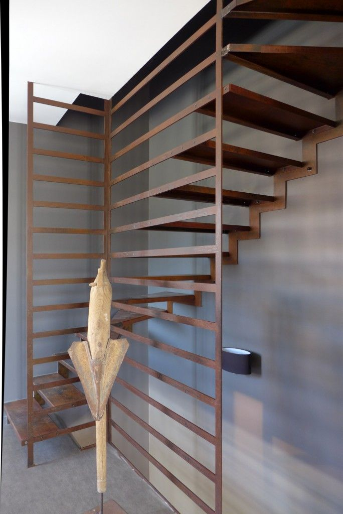 Lovely open, angular and sculptural stairs, with room to showcase more sculpture.