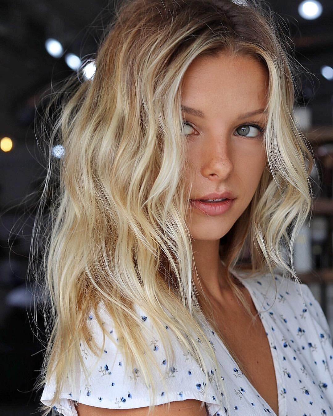 Short hair, long hair, braids. Hair & Beauty inspiration blonde, bobs, buns, brunette, hair inspiration, hair styles, blonde hair, curly hair, hair style ideas.