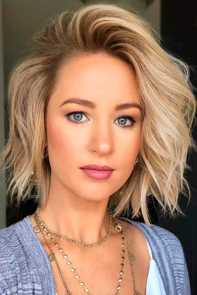 Short Bob Haircut For Oblong Face Shapes #oblongfaceshape #blondehair ★ Short bob haircuts are quite versatile and can compliment almost everyone. Our photo gallery will give you some inspo and help pick your next cut. #glaminati #lifestyle #shortbobhaircuts