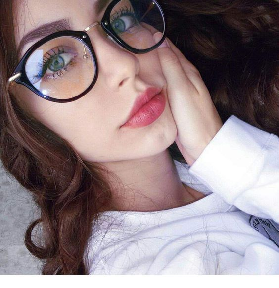 Natural makeup for girls with glasses