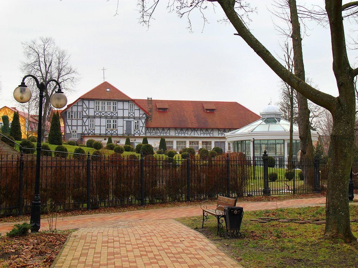 Вид на Дом Культуры из Парка им. М. Беккера