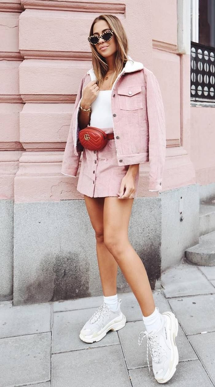 street+style+addiction+/+red+waist+bag+++sneakers+++top+++pink+jacket+++skirt