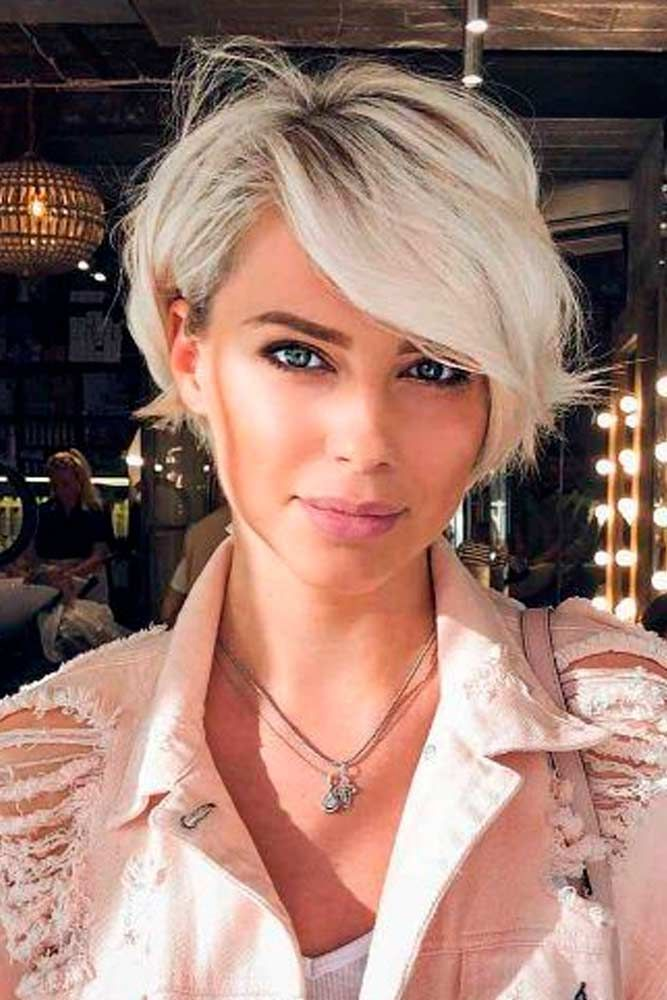 Easy-To-Style Side Fringe Bob #blondehair #bobhair ★ Short hairstyles for women have caused a lot of stir in 2019. Want to know what they are? You can find all of them in our exclusive photo gallery, which includes a layered bob, a messy pixie cut, cute Dutch braids and many more.  #glaminati #lifestyle #shorthairstyles