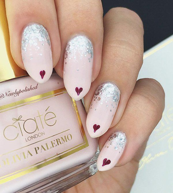 Soft neutral color, decorated with rhinestones at the base of the nail. At the top are hearts, let's send a message of love, it is never too much love, people always need it!