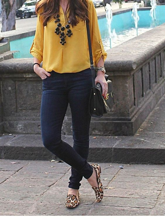 Nice yellow shirt with pants and some accessories