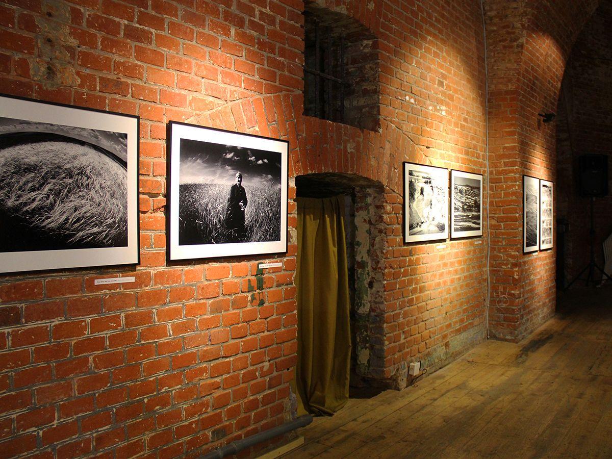 На фотовыставке в Закхаймских воротах. Фото Евгении Шведы