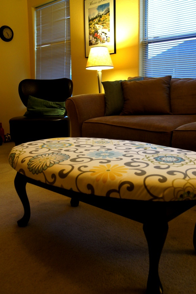 Simple Upholstery You Can Do Home Decor That I Love Diy Ottoman Table Oval