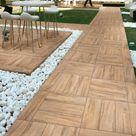 Holzfliesen verlegen - Holzboden auf dem Balkon