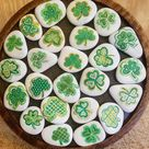 Kleine dekorative Kleeblatt Felsen, handbemalt Kühlschrank Magnete, perfekte St. Patricks Day Geschenk, Kleeblatt bemalt Stein, Geschenk für irische