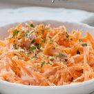 Der Möhrensalat mit Apfel ist eine wahre Vitaminbombe, besonders in der kalten Jahreszeit. Hier das Rezept mit gesunden Zutaten. #möhrensalat #apfel #möhre #salat #gesund #einfach #lecker #beilage #gemüse #obst #gutekueche.de