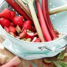 Einfacher Joghurtkuchen Mit Rhabarber Erdbeeren Emmikochteinfach