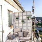 Schön-schlichter Balkon mit Palettensofa