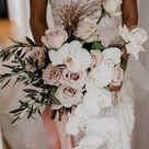 Ausgefallener Brautstrauß mit Rosen und Lilien