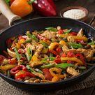 Wok Pfanne mit Paprika und Hähnchenfleisch   Asiatische Gerichte