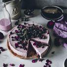Sommerliche Cassis Buttermilch Torte direkt aus dem Kühlschrank! | Tinastausendschön