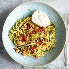 Sommerliche Pasta mit Oliven-Tomaten-Salsa - Madame Cuisine