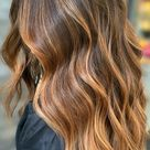 57 Cute Autumn Hair Colours and Hairstyles : Balayage honey