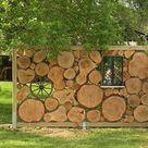 Sichtschutz aus Baumscheiben  Balkenträger im Boden mit Gartenbeton einsetzen, … - Gartengest...