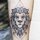 Tattoo Löwe: Symbolik und attraktive Designs für beide Geschlechter