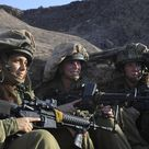 israel defense forces girl with assault rifle
