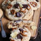 XXL Cookies mit Erdnussbutter, Chips und Salzbrezeln   Bake to the roots