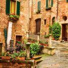Pridvor vintage pe stradă în Italia