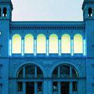 Hamburger Bahnhof - edifici di maggior successo per l'arte contemporanea. Si trovano qui opere di Andy Warhol, Joseph Beuys, Keith Haring e di molti artisti contemporanei innovativi. - Invalidenstraße 50-51 10557 Berlin Tiergarten-  Prezzo di ingresso regolare: 10,00 Euro /5,00 Euro - Lunchiuso Mar, Mer, Ven10.00 - 18.00h Gio10.00 - 20.00h