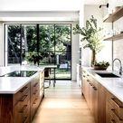 Lichtdurchflutende helle Küche - modernes und rustikales Design