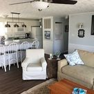 Sunny channel front cottage on Lake Wawasee - Cottages for Rent in Syracuse, Indiana, United States