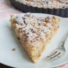 Apfel-Vanille-Tarte mit Marzipanstreuseln {Apple Vanilla Tarte with Marzipan Streusel Topping}