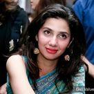 Mahira Khan is very beautiful looking in saree
