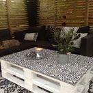 Palettengartenmöbel mit Zementfliesen www.homelisty.com … #gardenfurniture #… - Pallet Ideas