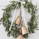 Minimalist Christmas Decor Inspiration - Mackenzie Fritz