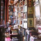 Messy bookshelf is a beauty 😄