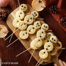 Snowman Biscuit Pops
