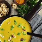 Zucchini-Curry-Cremesuppe mit gerösteten Cashewkernen   grünesser