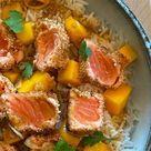 Cyril Lignac dévoile sa recette du saumon croustillant, riz à la mangue et nous fait voyager