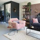 een fluwelen, roze stoel als blikvanger in huis