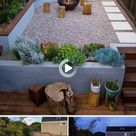 Dieser modern gestaltete Hinterhof verfügt über eine erhöhte Lounge Terrasse … – 2019   Deck ...
