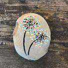 Dot Art Flower Painted Rock. Güte Rocks.