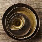 Keramiek servies van Belgisch ontwerpster Pascale Naessens. Servies is er in 3 kleuren grijs, groen en bruin gevlamd. Servies is genaamd