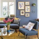 Gezellige woonkamer met blauwe muur en blauwe fauteuil van MADE.com