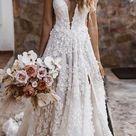 Brautkleid mit Spitze, floraler Stickerei & Schleppe